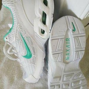 Nike air max torch womens crosss training shoes